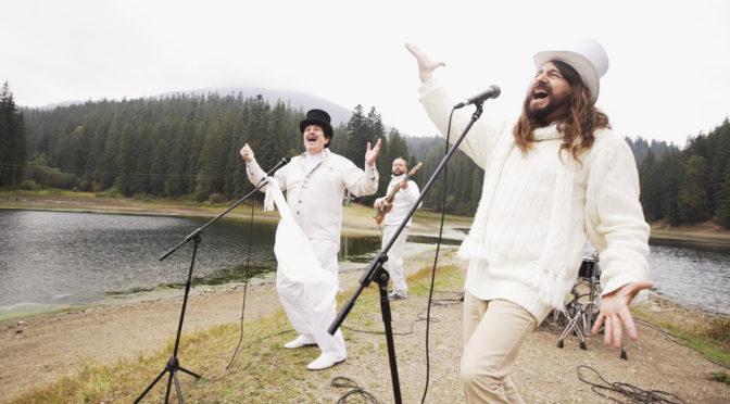 """ІВАН ПОПОВИЧ та гурт РОКАШ у новому кліпі показали неймовірну красу озера """"СИНЕВИР"""""""